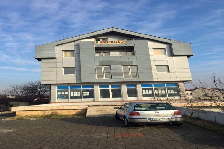 Prodaje se stambeno-poslovna zgrada u naselju Derviši