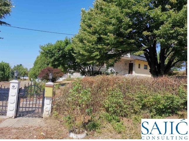 Prodaje se kuća sa bazenom u mjestu Lamovita